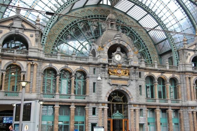 Esta é apenas a estação de trem da Antuérpia